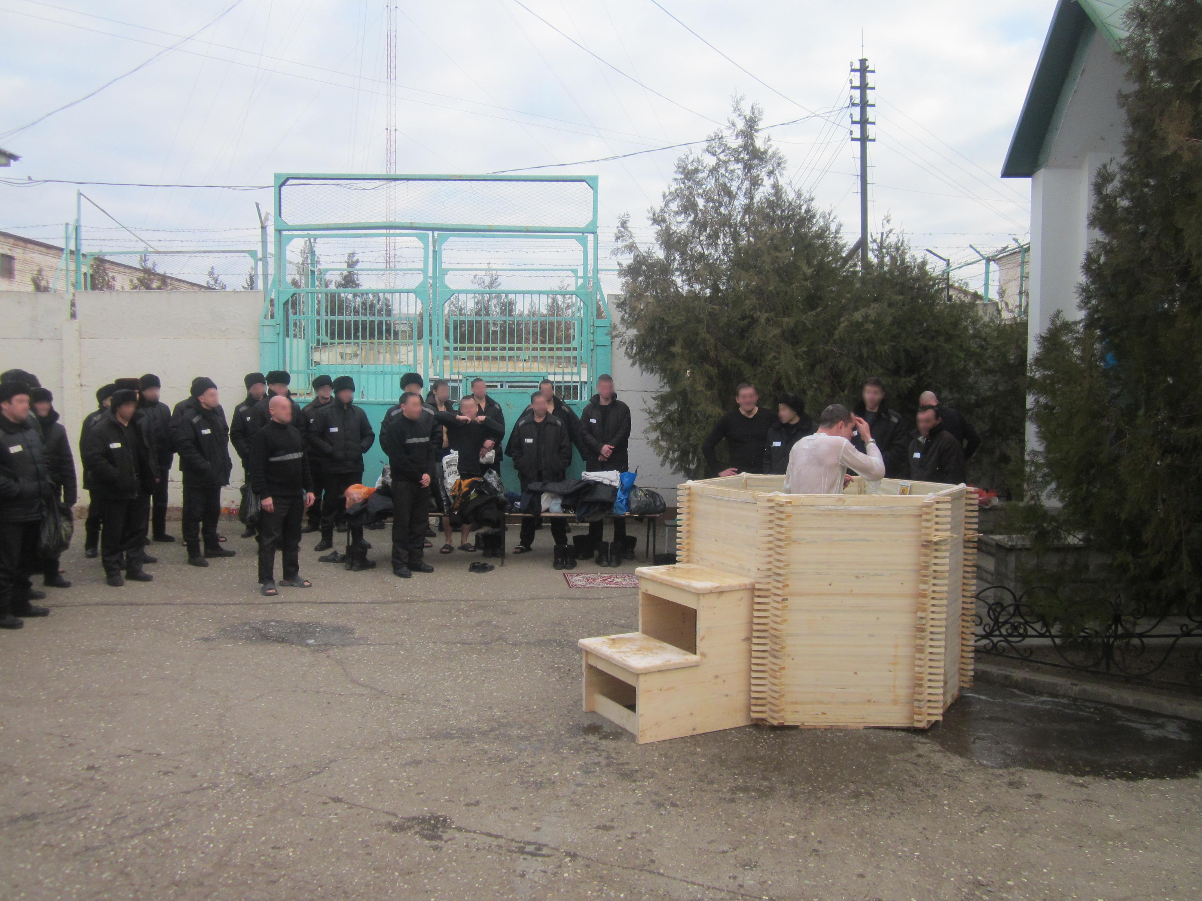 Осужденные, отбывающие наказание в исправительных учреждениях Астраханской области, приняли участие в Крещенских купаниях