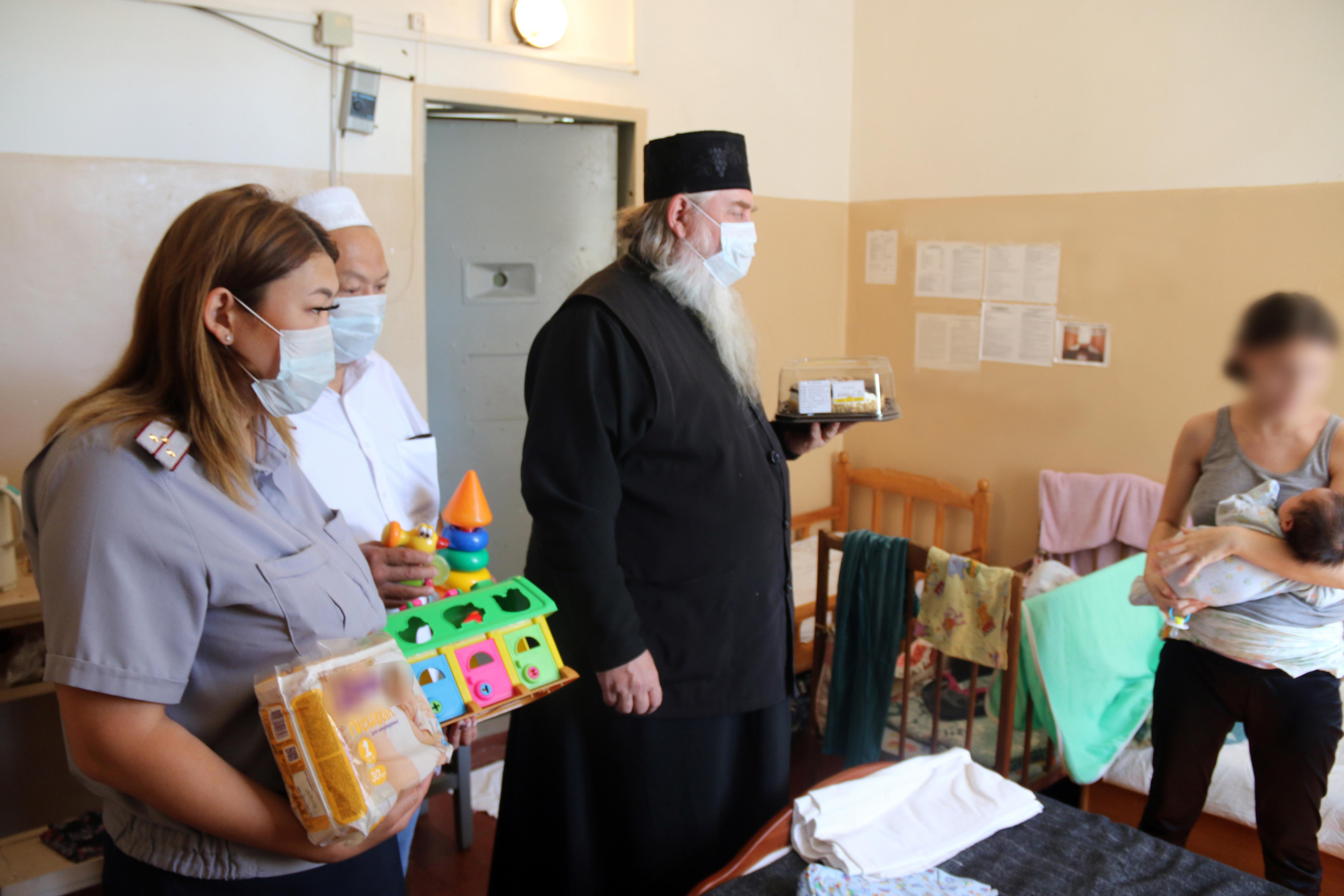 Несовершеннолетних и матерей с детьми, содержащихся в следственном изоляторе №2, поздравили с Днем защиты детей
